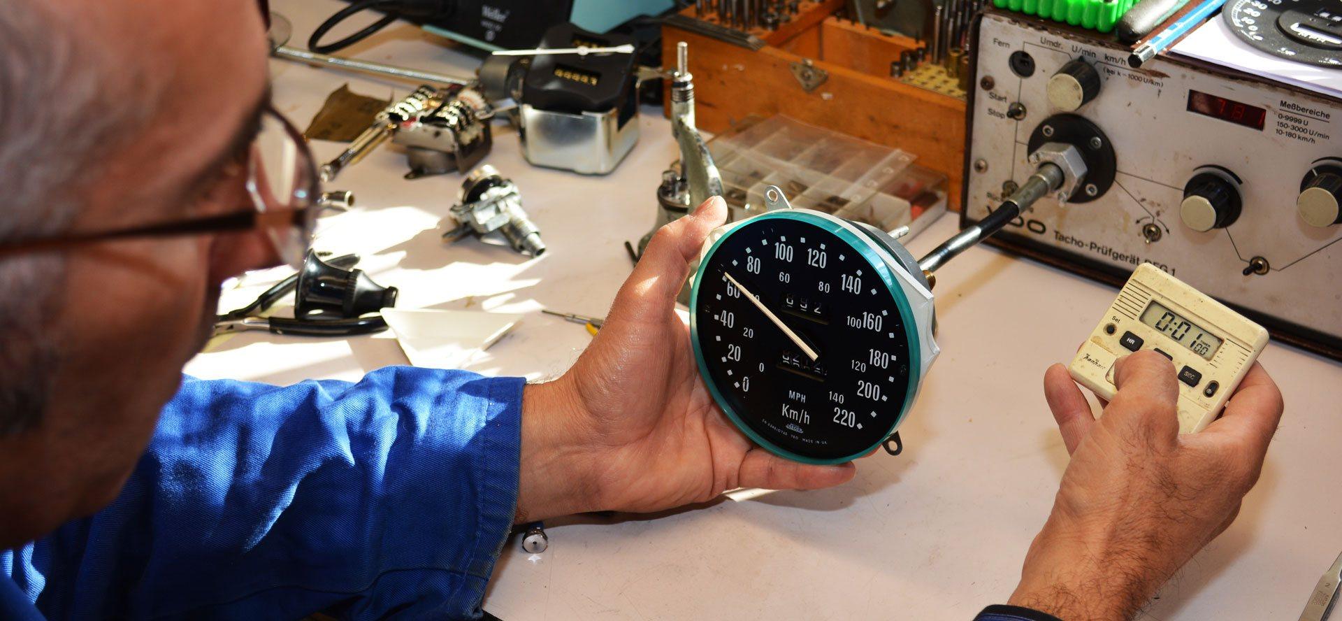 Renotech-réparateur-instrumentation-bord-anciennes-voitures